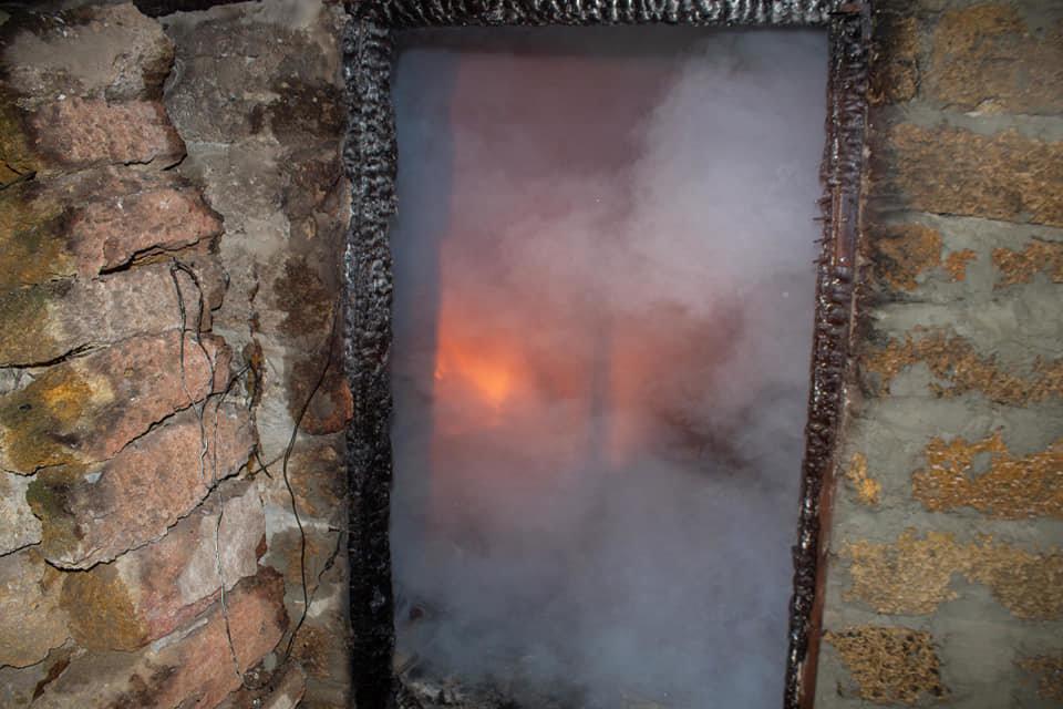 Загорелась крыша: на Лозовщине, в жилом доме, случился пожар, фото-2