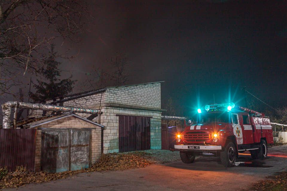 Загорелась крыша: на Лозовщине, в жилом доме, случился пожар, фото-4