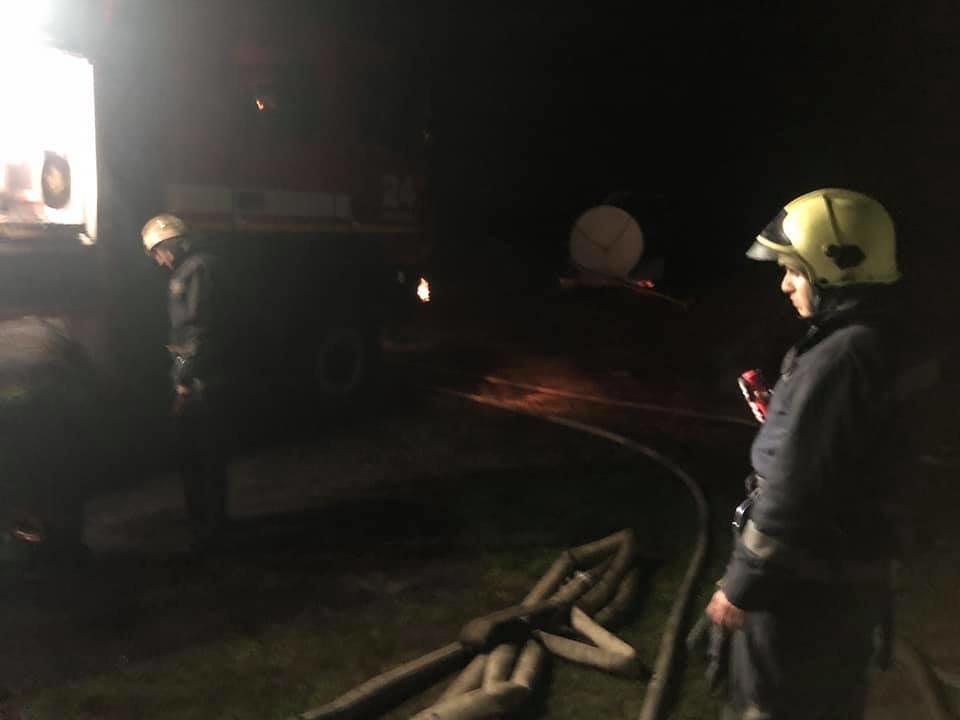На Лозовщине спасатели больше 3 часов тушили пожар на зернохранилище, фото-2