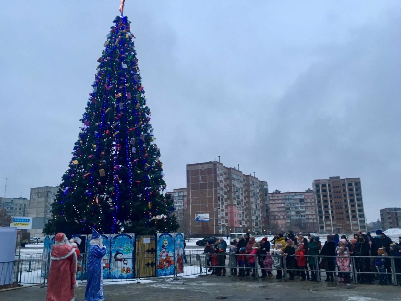 В Лозовой одновременно открыли 2 новогодние ёлки, фото-11