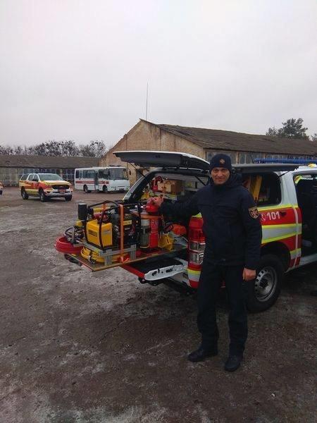 Захищатиме під час пожежі: лозівські рятувальники отримали нові комплекти одягу, фото-1