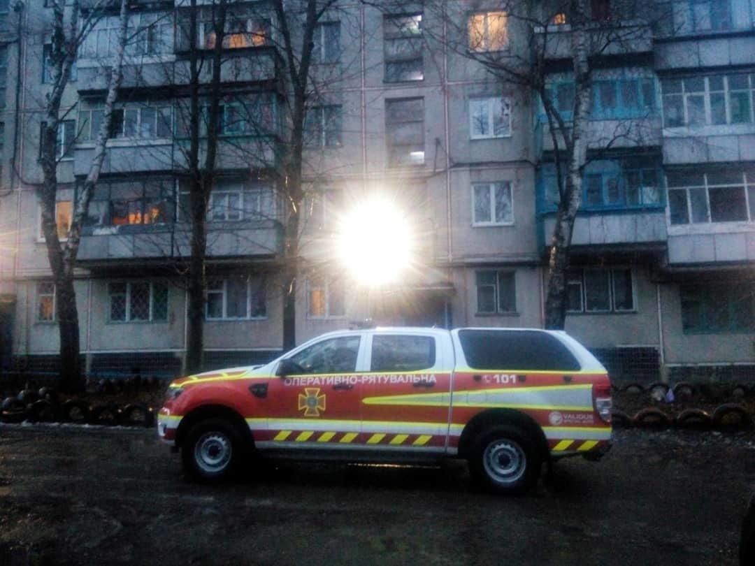 Зачинилася на балконі: лозівські рятівники визволили літню жінку, фото-2