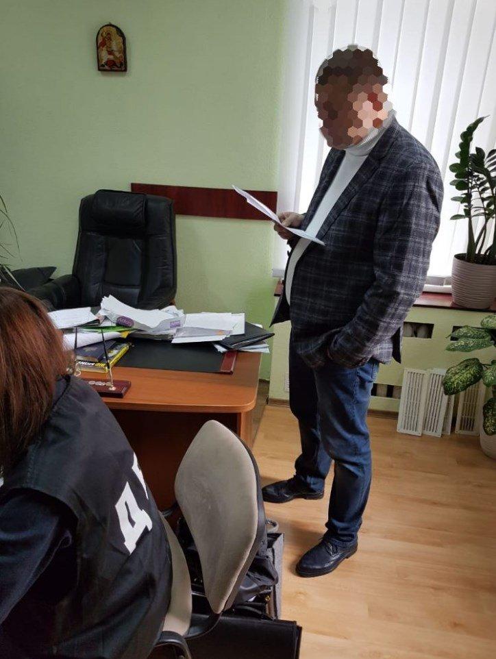 Дав хабар іншому поліцейському: колишній працівник лозівської поліції постане перед судом , фото-1