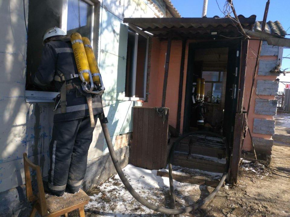 Горіли телевізор та домашні речі: на Лозівщині сталася пожежа , фото-1