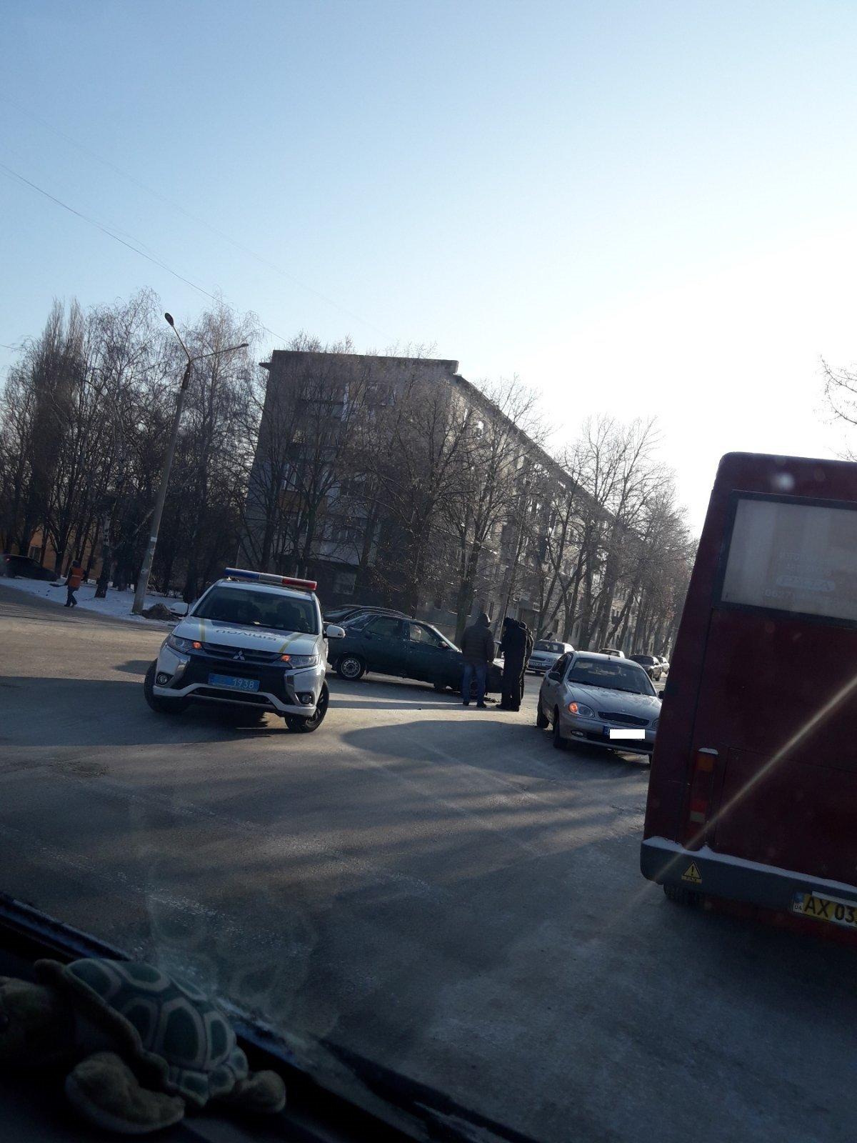Не пропустив автівку: у Лозовій сталася ДТП, фото-3
