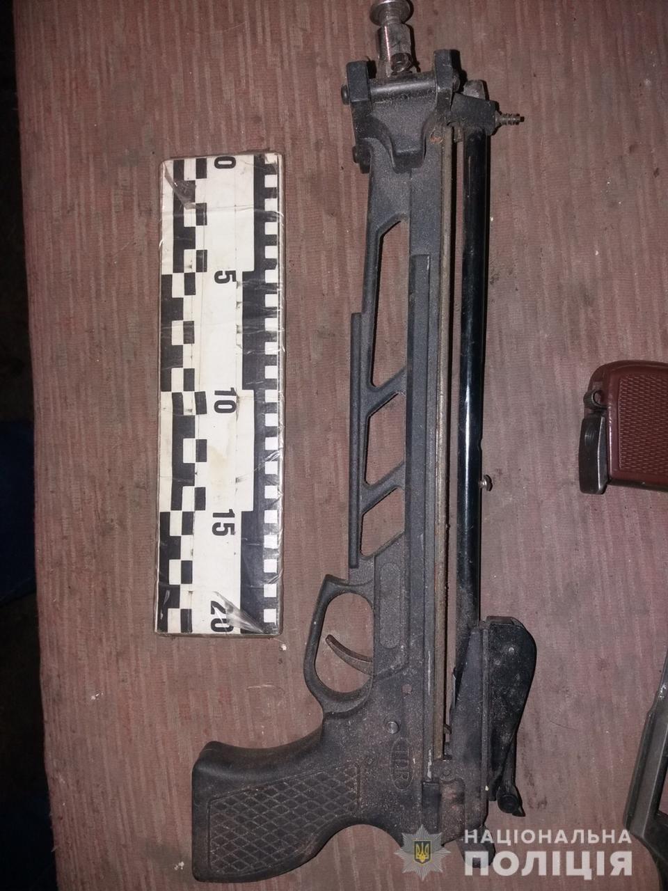 На Лозівщині затримали чоловіка, який виготовляв та ремонтував зброю на своїй дачі, фото-4