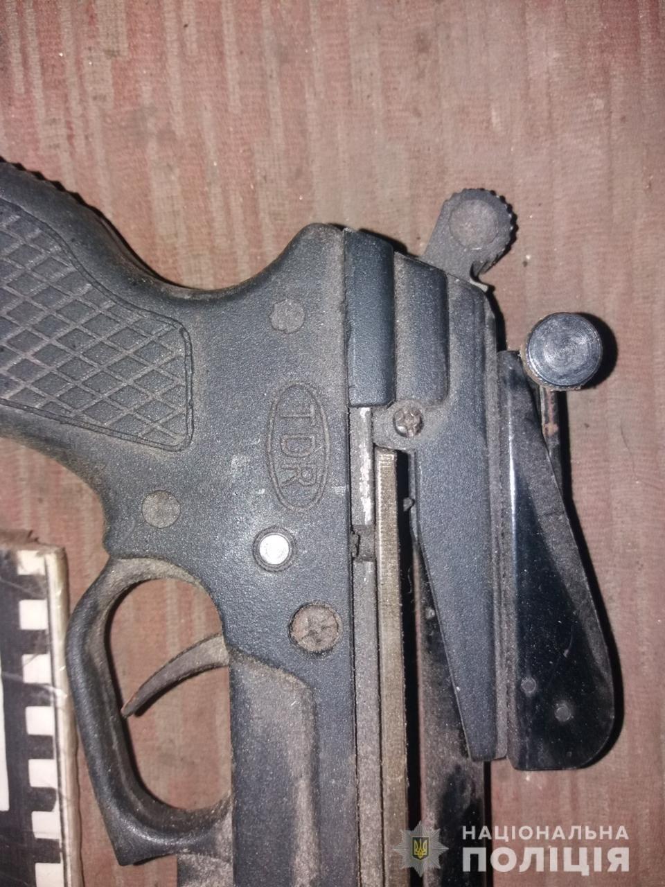 На Лозівщині затримали чоловіка, який виготовляв та ремонтував зброю на своїй дачі, фото-5