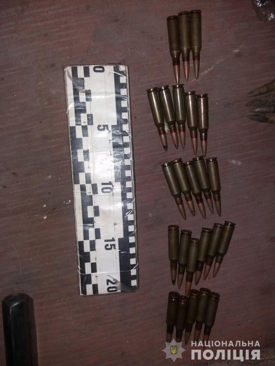 На Лозівщині затримали чоловіка, який виготовляв та ремонтував зброю на своїй дачі, фото-1