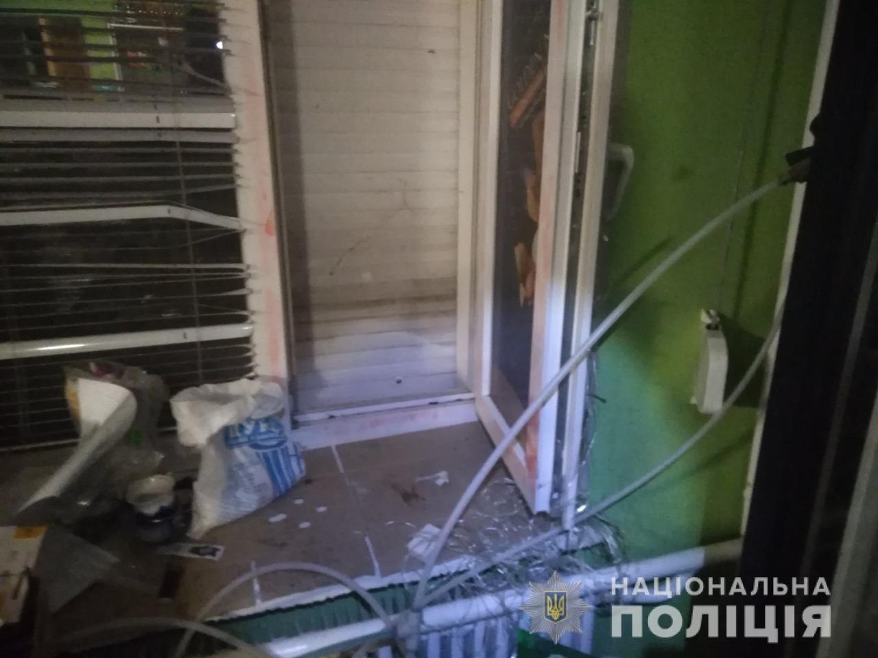 Винесли спиртне і платіжні картки: на Лозівщині підлітків підозрюють у крадіжці з магазину, фото-1