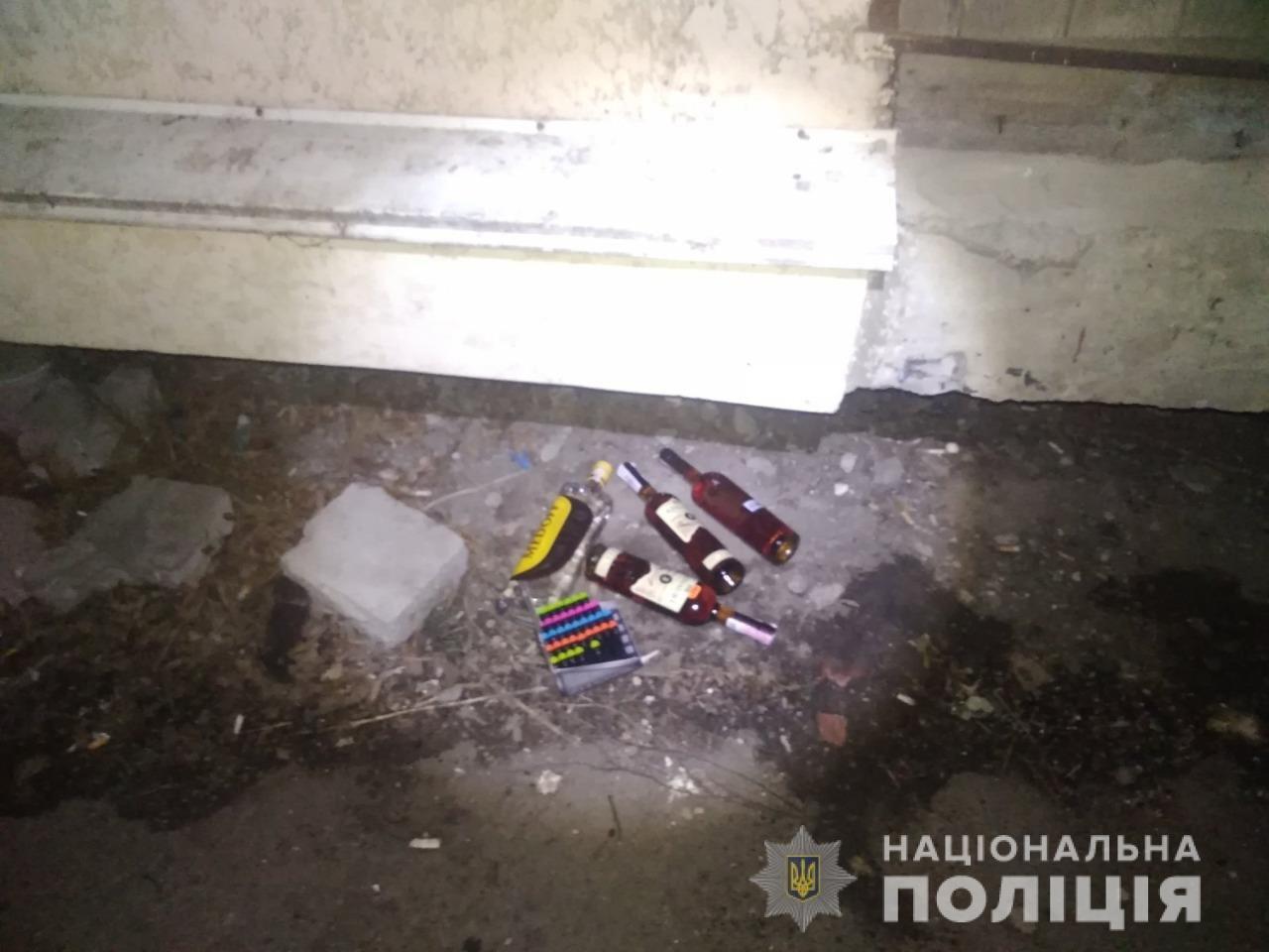 Винесли спиртне і платіжні картки: на Лозівщині підлітків підозрюють у крадіжці з магазину, фото-2