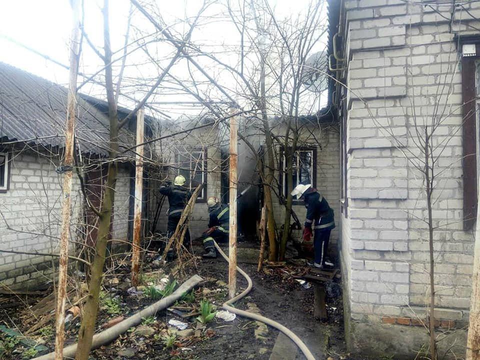 У Лозовій пожежні врятували житловий будинок від займання (ВІДЕО), фото-4