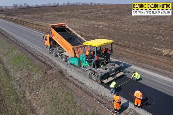 На Лозівщині ремонтують 5-кілометрову ділянку дороги Нова Іванівка-Орілька на Чернявщину, фото-1