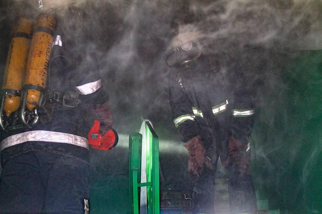 Двоє людей у лікарні: у Лозовій на «доміках» згоріла квартира, фото-4