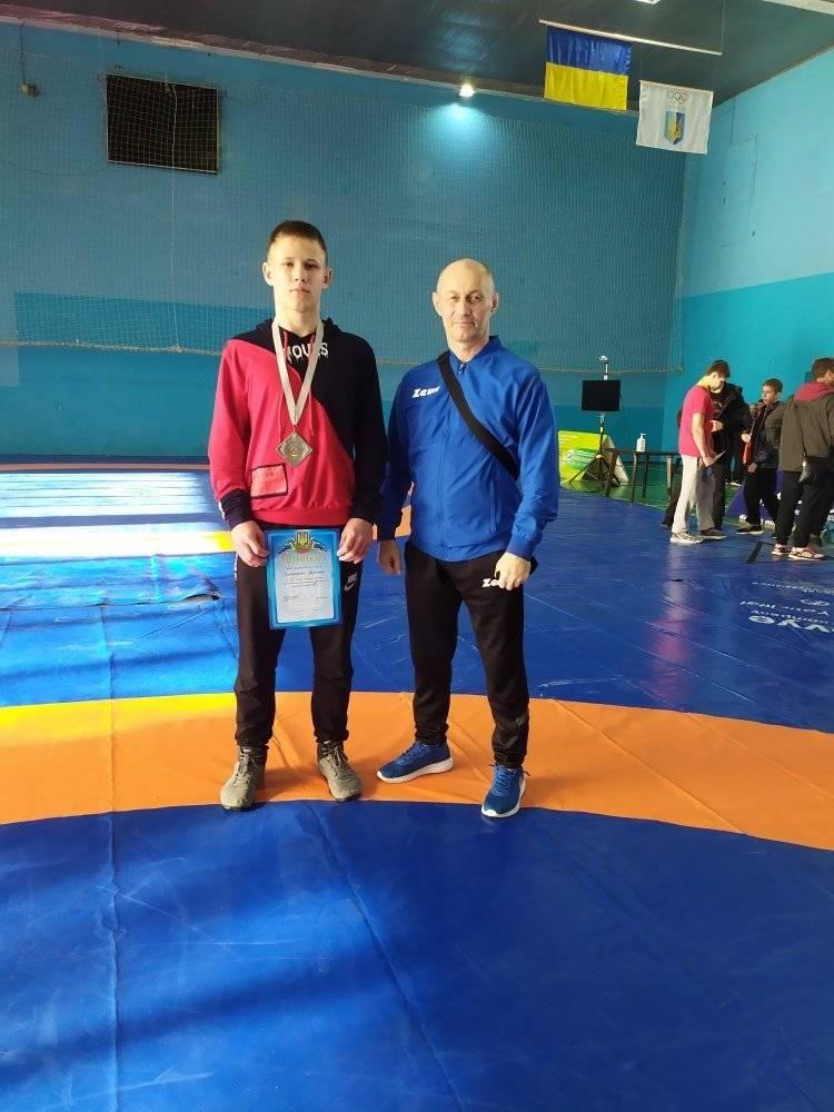 Лозівчанин здобув срібну медаль на Чемпіонаті України з вільної боротьби, фото-1