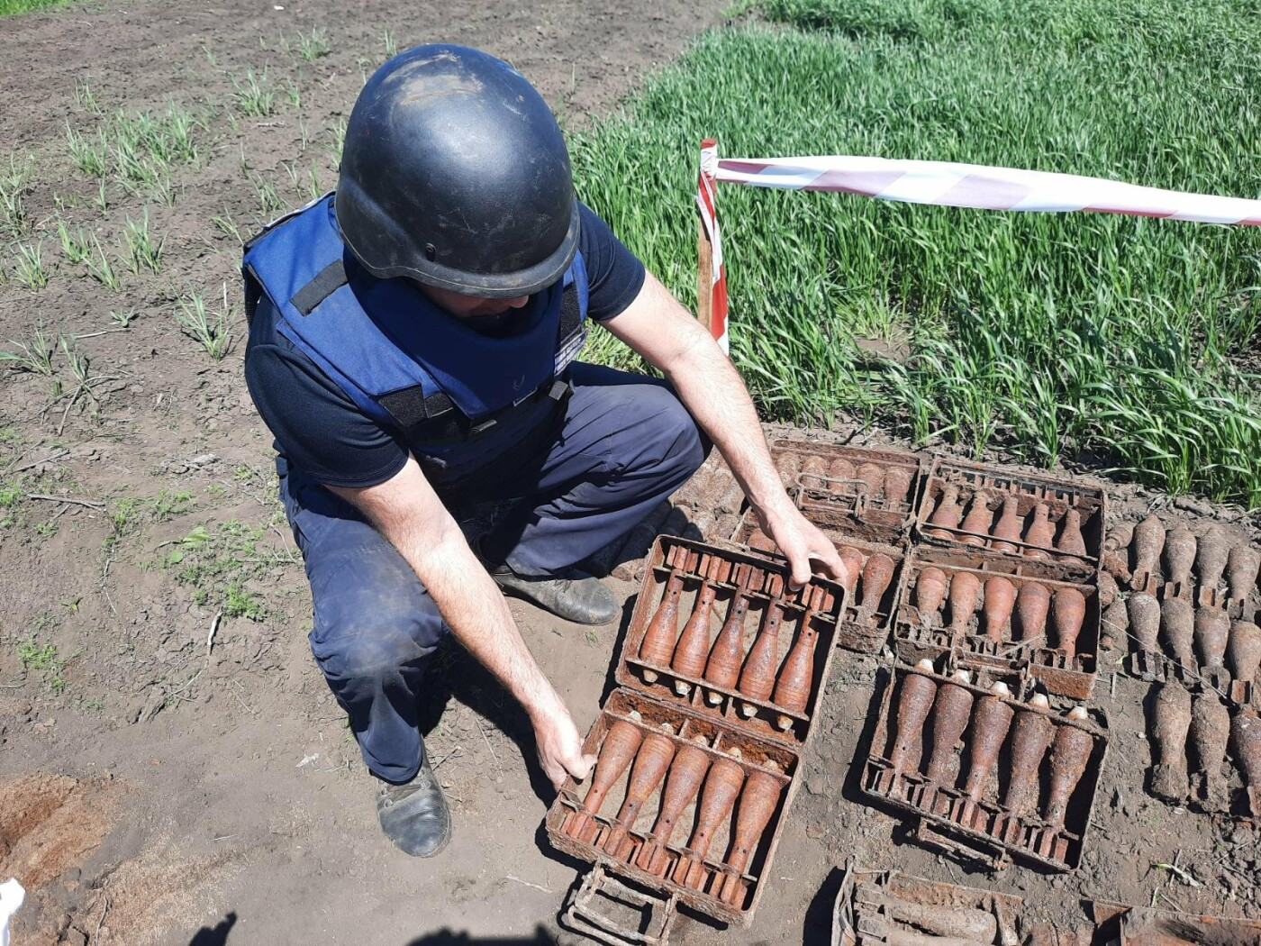 Знову небезпечна знахідка: на Лозівщині селянин виявив півтори сотні снарядів, фото-1