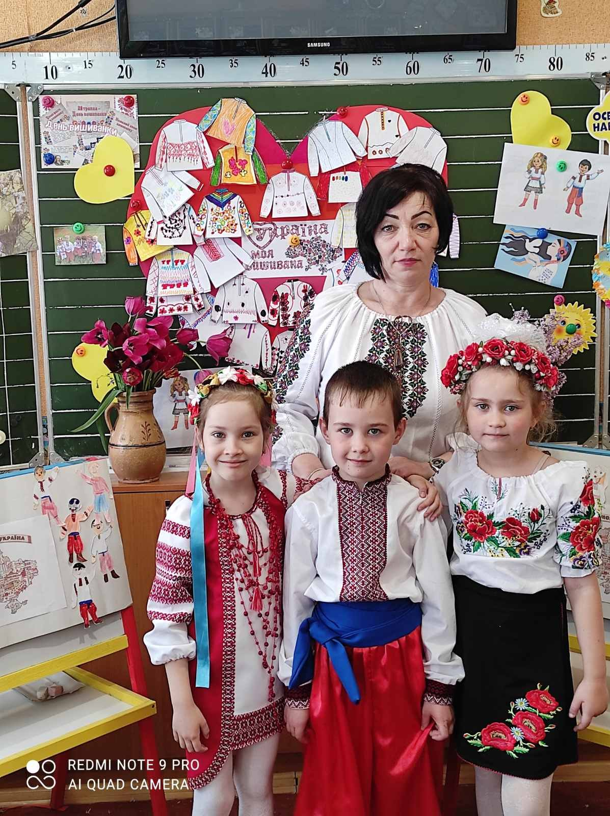 Долучилися цілими колективами: як лозівчани відзначають День вишиванки, фото-34