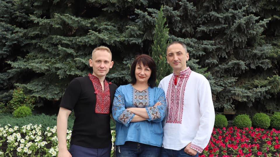 Долучилися цілими колективами: як лозівчани відзначають День вишиванки, фото-16