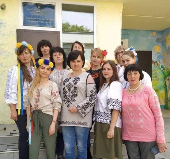 Долучилися цілими колективами: як лозівчани відзначають День вишиванки, фото-62