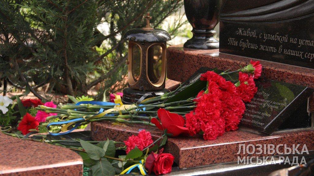 Пам'ять про Героїв: у Лозовій вшанували полеглих за незалежність держави, фото-15