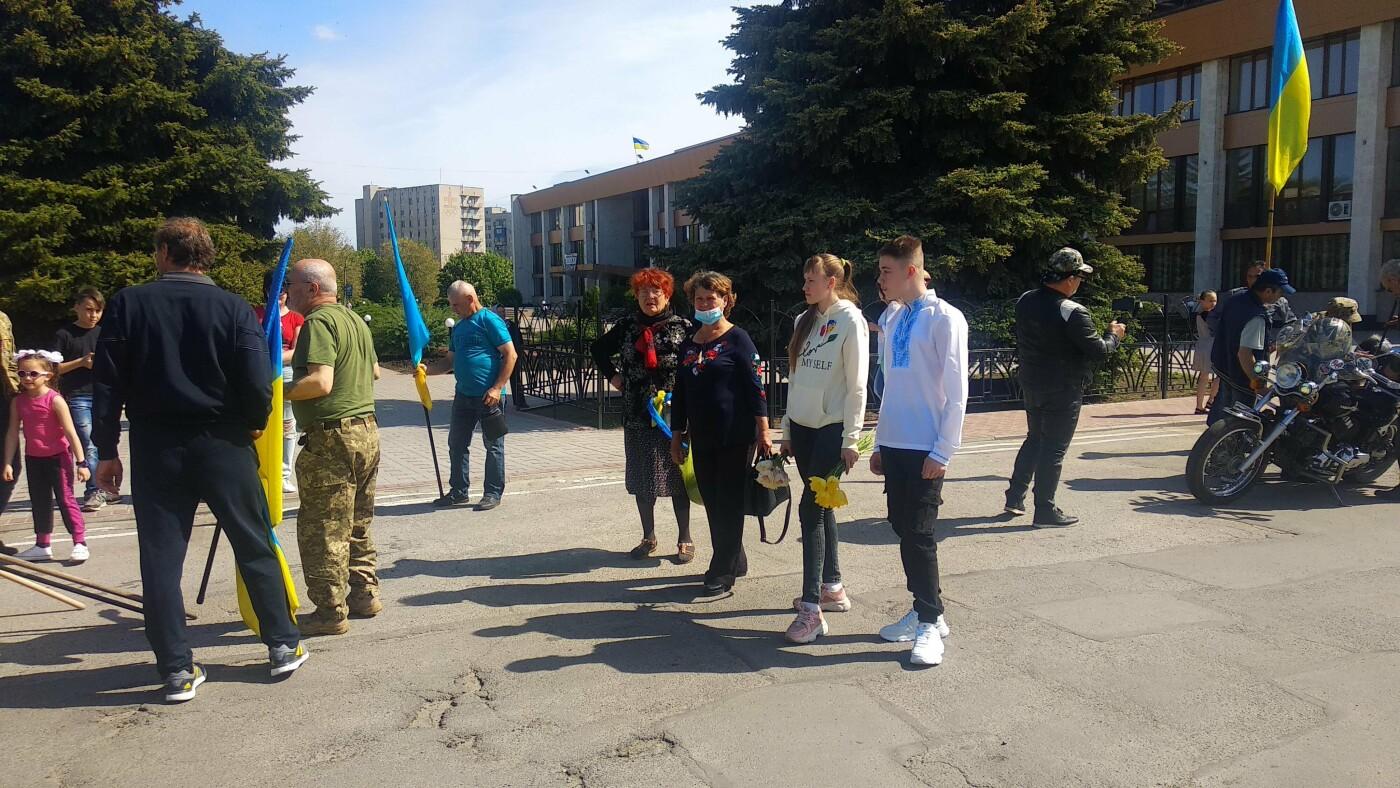 Автопробіг з прапорами та мітинг: у Лозовій відзначили День Героїв України , фото-11
