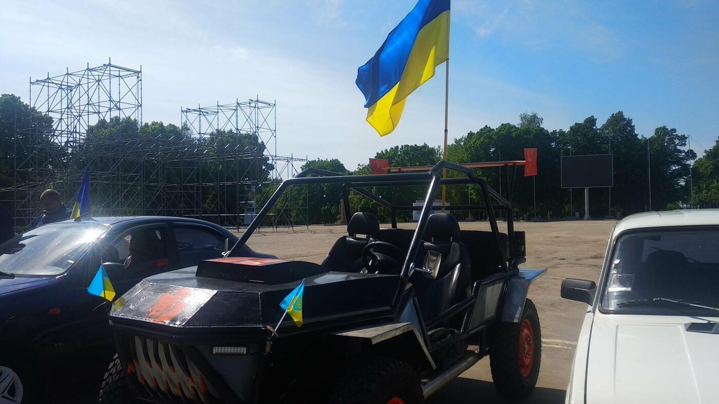 Автопробіг з прапорами та мітинг: у Лозовій відзначили День Героїв України , фото-2