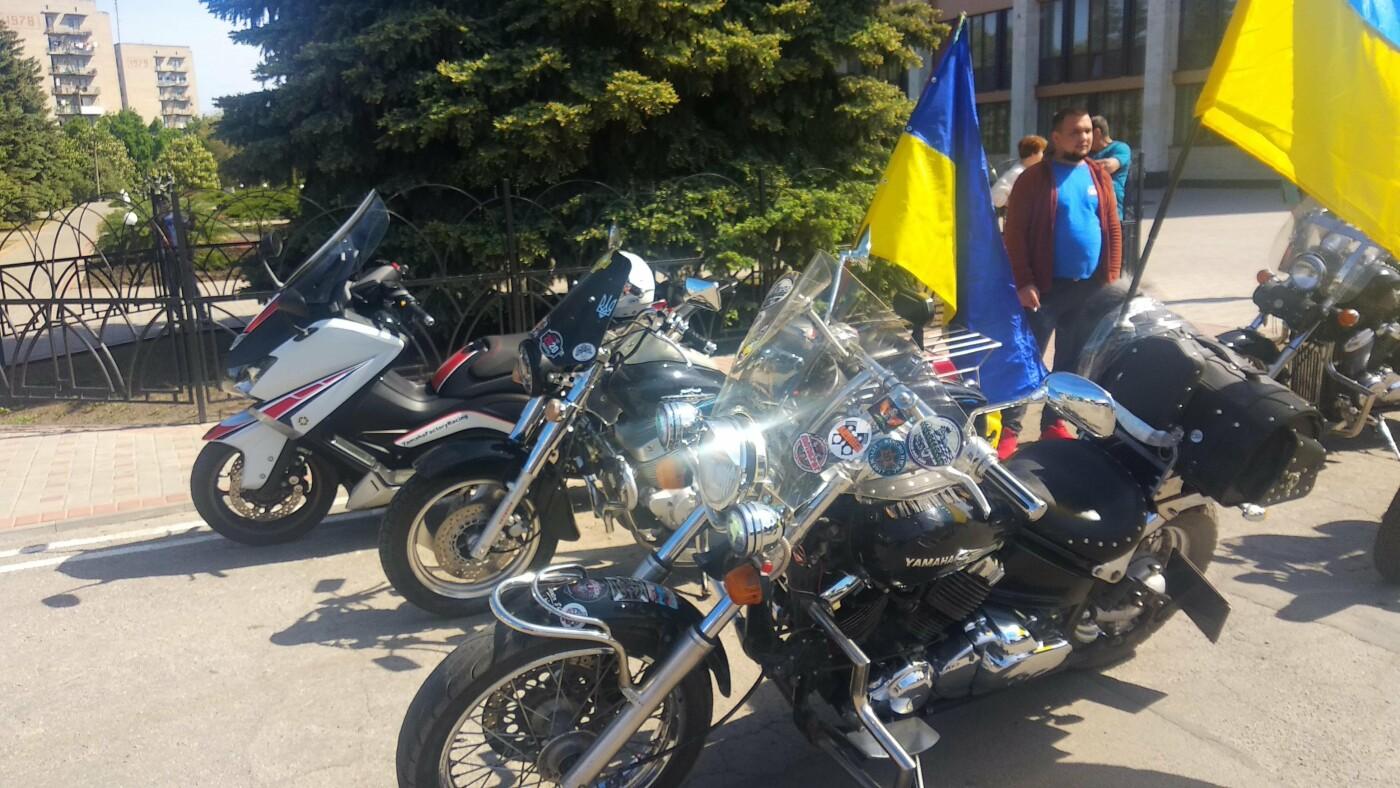 Автопробіг з прапорами та мітинг: у Лозовій відзначили День Героїв України , фото-14