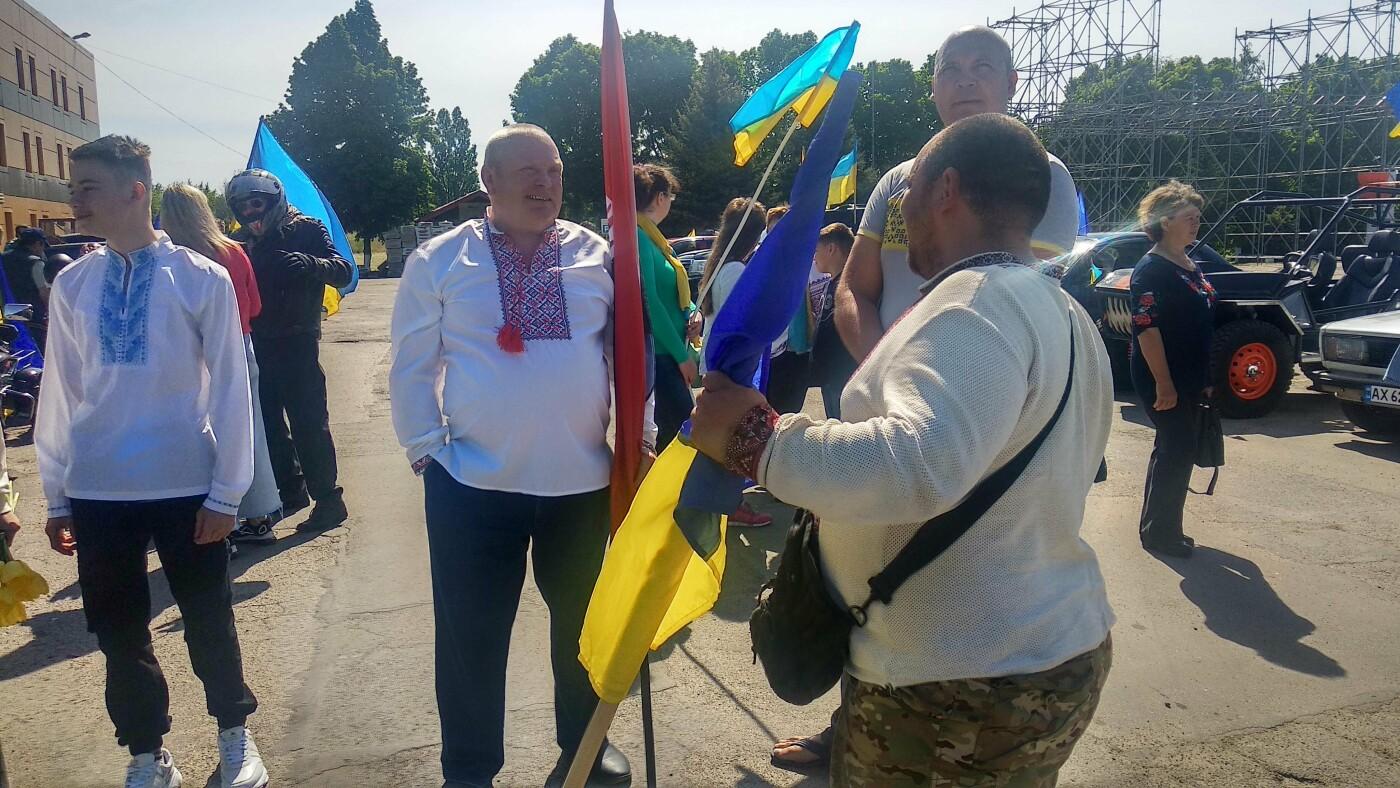 Автопробіг з прапорами та мітинг: у Лозовій відзначили День Героїв України , фото-16