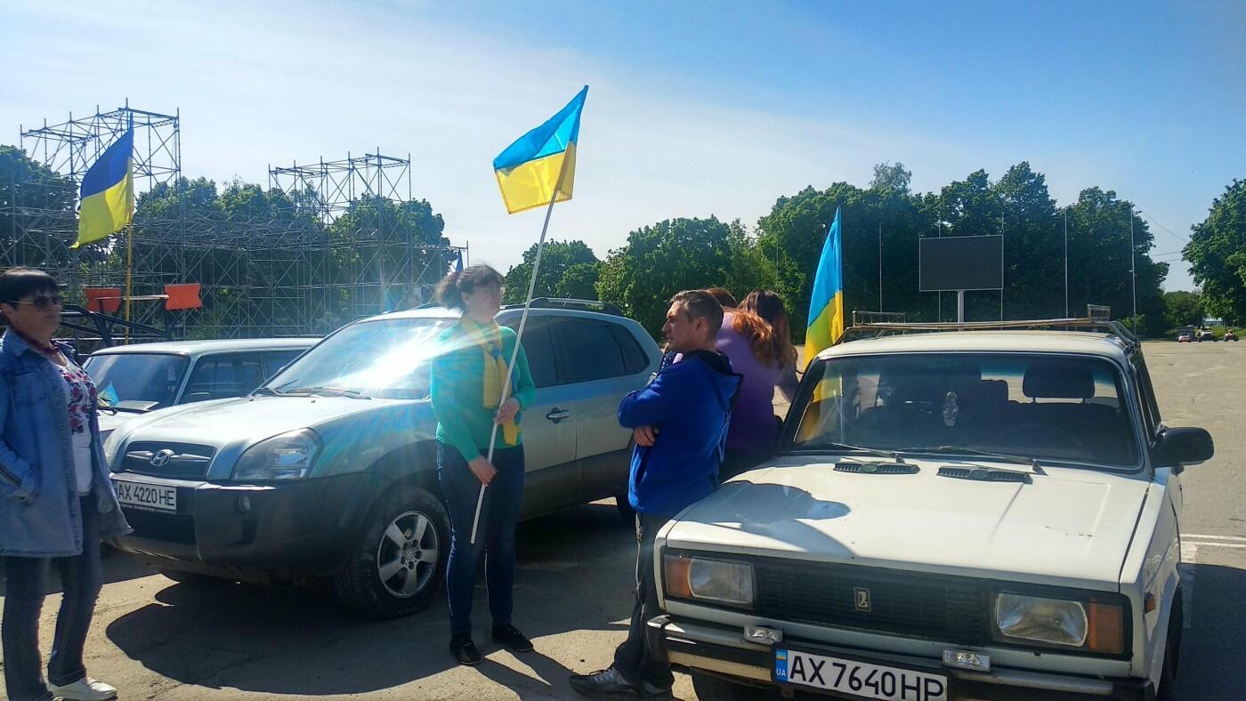 Автопробіг з прапорами та мітинг: у Лозовій відзначили День Героїв України , фото-21