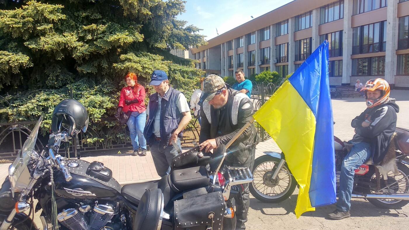 Автопробіг з прапорами та мітинг: у Лозовій відзначили День Героїв України , фото-26