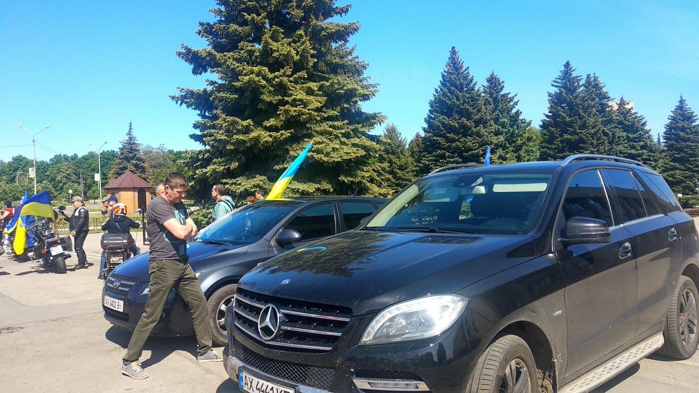 Автопробіг з прапорами та мітинг: у Лозовій відзначили День Героїв України , фото-27