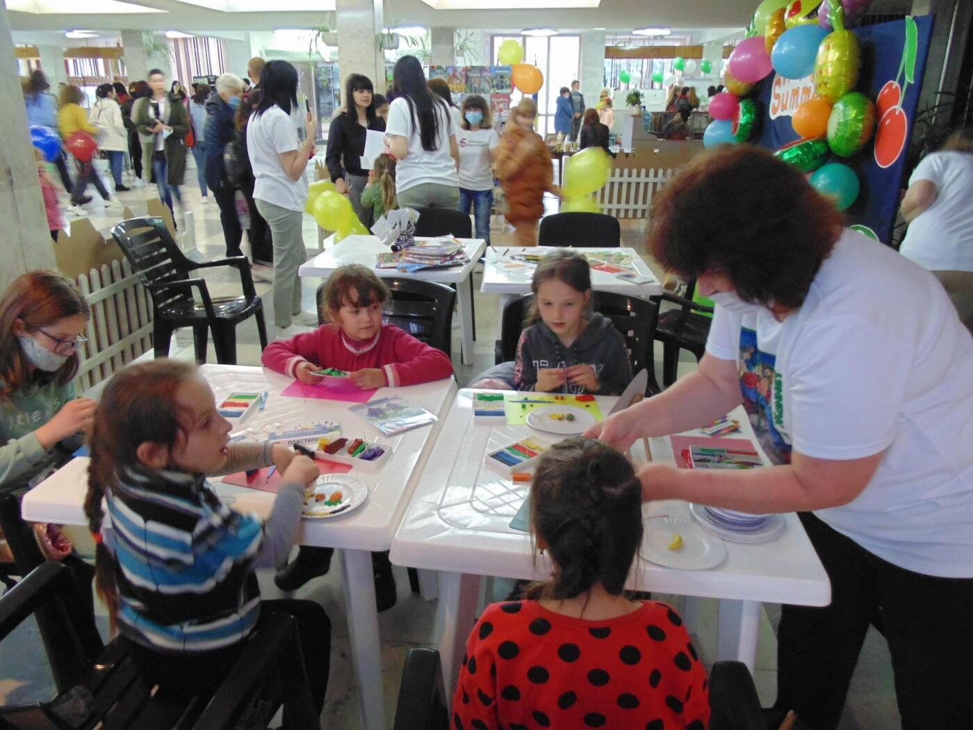 Майстеркласи, концерт і змагання: як у Лозовій пройшло святкування Дня захисту дітей, фото-24