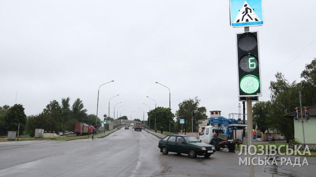 Замість лампових — світлодіодні: у Лозовій на кількох вулицях замінили світлофори, фото-4