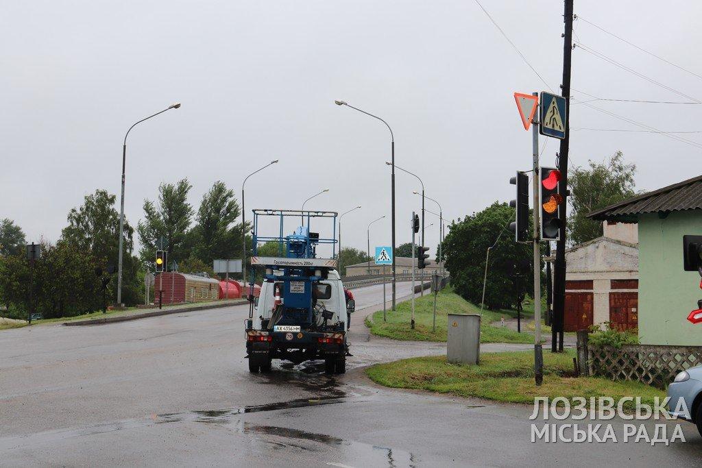 Замість лампових — світлодіодні: у Лозовій на кількох вулицях замінили світлофори, фото-5